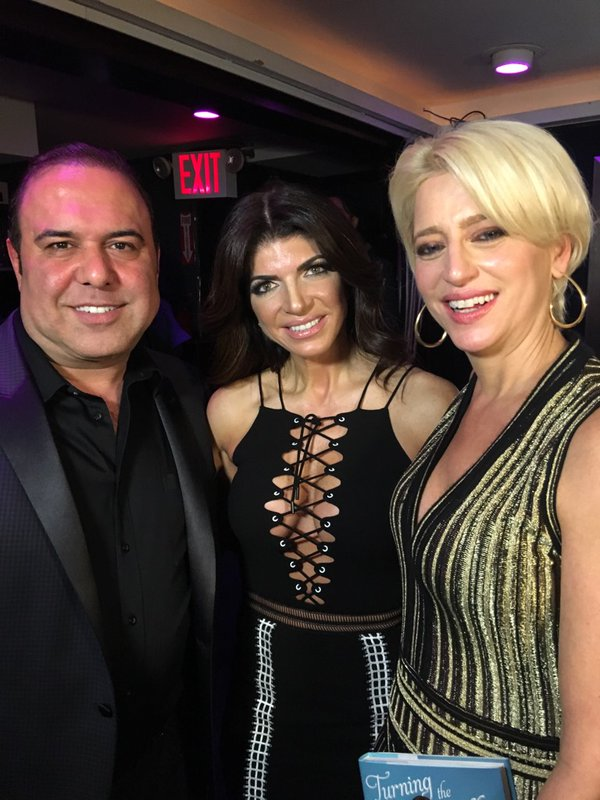 teresa giudice lace up top book signing