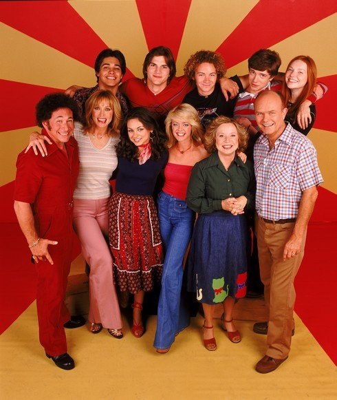 THAT '70S SHOW - Top row L-R: Wilmer Valderrama, Ashton Kutcher, Danny Masterson, Topher Grace, Laura Prepon. Center L-R: Don Stark, Tanya Roberts, Mila Kunis, Lisa Robin Kelly, Debra Jo Rupp, Kurtwood Smith. (Photo by FOX via Getty Images)