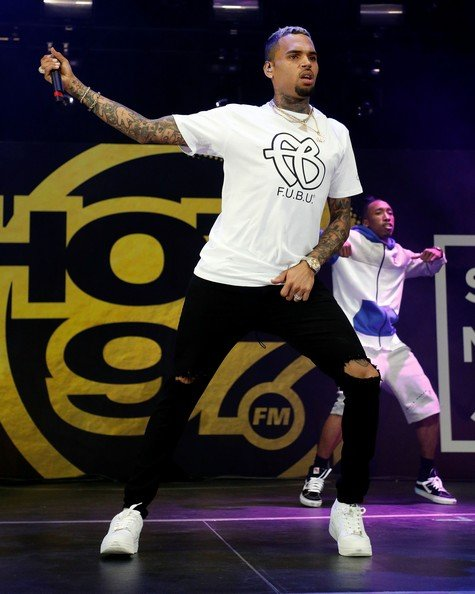 EAST RUTHERFORD, NJ - JUNE 11:  Chris Brown performs during the 2017 Hot 97 Summer Jam at MetLife Stadium on June 11, 2017 in East Rutherford, New Jersey.  (Photo by Taylor Hill/WireImage)