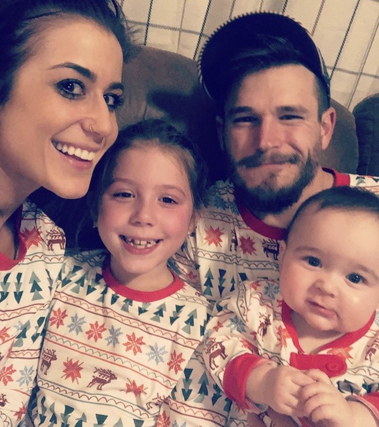 Chelsea Houska & Cole Deboer With Their Family