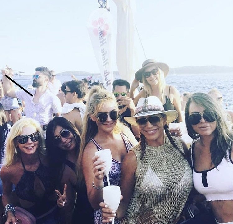 Kelly Partying With Friends In Croatia