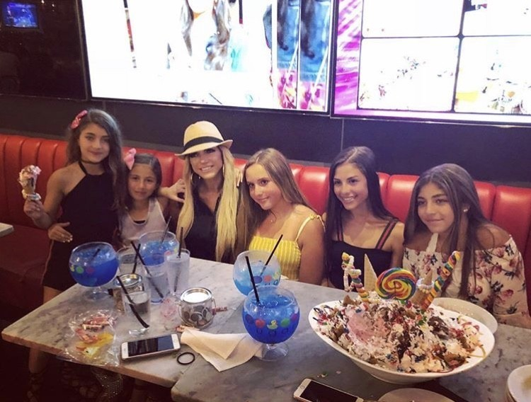 Teresa At Sugar Factory With Her Daughters & Their Friends