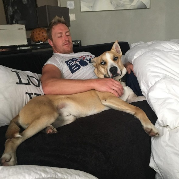 Kroy Chills With The Dog